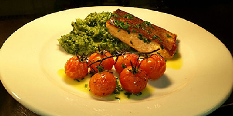 watermans-arms-food-drink-salmon-fillet-spinach-mash